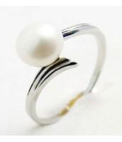 Oceľový prsteň s bielou perlou - OC233238A