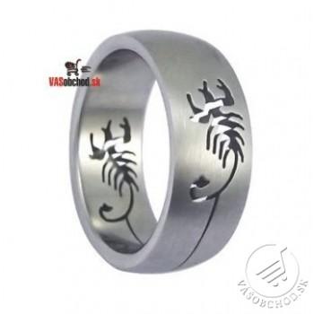 Oceľový prsteň so vzorom - škorpión