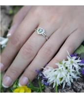 Strieborný prsteň so zirkónmi srdce - R0011