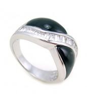Strieborný prsteň - Onyx a zirkóny - r0355
