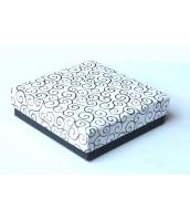 Darčeková krabička na šperky bielo-čierna s ornamentom - DKR54