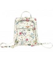 Kožený dámsky módny batôžtek s čelným vreckom Patrizia Piu biely s potlačou - KB-518-014
